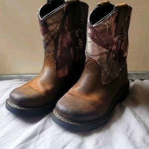 Ariat Toddler Camo Distressed Boots Size  9.5